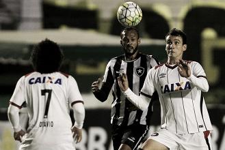 Para se afastar do Z-4, Atlético-PR busca vitória diante do Botafogo no Brasileirão