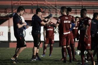 Buscando reação, Atlético-GO recebe embalado Coritiba no Olímpico