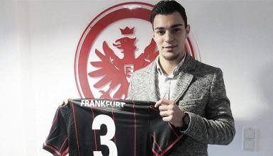 Eintracht Frankfurt leiht sich Schalkes Ayhan aus