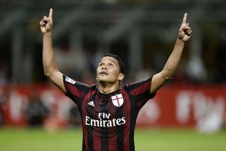"""Milan, Carlos Bacca annuncia: """"Resto al Milan"""""""