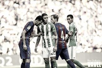 Previa FC Barcelona – Real Betis: crisis contra ilusión en un Camp Nou de luto