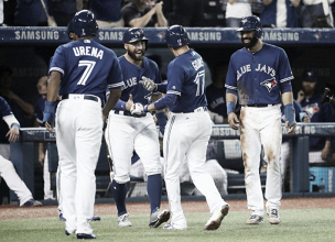 Ryan Goins' hidden-ball trick, second Grand Slam lead Blue Jays to emphatic 8-1 victory over Yankees