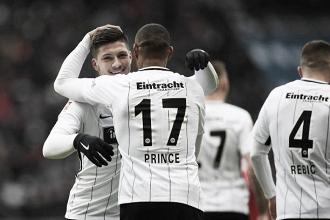 Frankfurt resolve na primeira etapa, derrota Mainz e entra no G-4 da Bundesliga