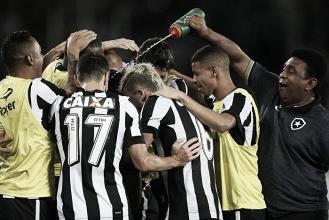 Com um a menos, Botafogo vira diante do Sport e abre vantagem na Copa do Brasil