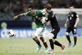 Em jogo com arbitragem confusa, México bate Nova Zelândia de virada e encaminha classificação