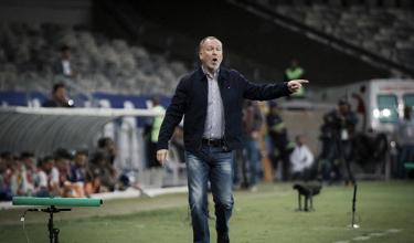 """Após derrota para a Chapecoense, Mano Menezes reconhece: """"Cruzeiro não mereceu vencer"""""""
