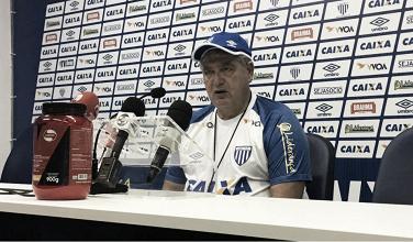 """Geninho se diz satisfeito com atuação do Avaí no empate com Sampaio: """"Voltamos a jogar bem"""""""