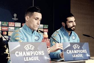 Napoli, Albiol e Callejon a rapporto dai tifosi tra battute e serenità