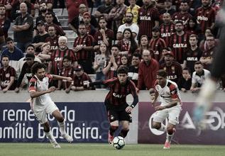 Em jogo com tempos distintos, Atlético-PR e Flamengo empatam na Arena da Baixada