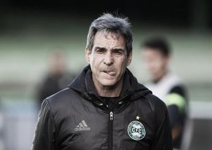 Carpegiani lamenta eliminação do Coritiba e cita desgaste físico enfrentado