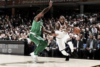 NBA - Cleveland supera Boston nella gara d'apertura (102-99), ma è dramma Hayward