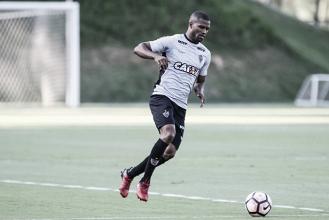 Carlos César sofre lesão no tornozelo e pode desfalcar Atlético-MG por até quatro meses