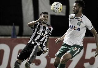 Buscando se manter no G-4, Chapecoense recebe Botafogo em jejum de vitórias