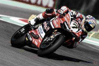 Superbike, a Imola è Davies il dominatore: il britannico della Ducati fa sua Gara 1