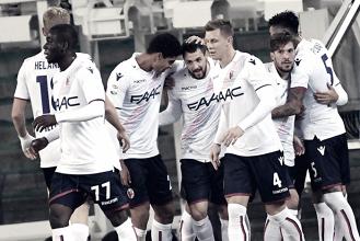 Il Bologna festeggia il gol di Destro (26)