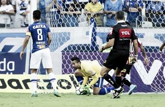 De volta à titularidade, goleiro Fábio exalta fé para retornar à meta do Cruzeiro