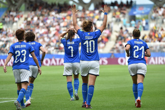 esultanza girelli autore di una tripletta (fonte foto twitter nazionale femminile di calcio)