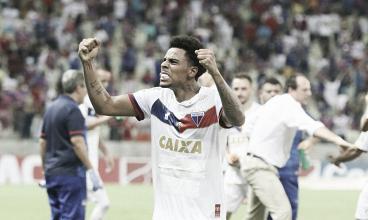 Gustagol marca de falta nos acréscimos e Fortaleza vence Guarani em seu retorno à Serie B