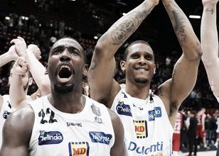 LegaBasket Serie A - Milano cade ancora in gara uno, Trento rimonta e allunga nel finale (66-76)
