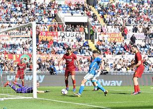 Serie A - Il Napoli stravince e consolida il secondo posto: una Roma inguardabile perde 1-4