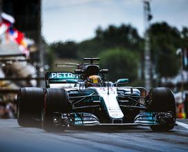 """Hamilton: """"Corro almeno altri due anni, pronto ad un nuovo duello con Vettel"""""""
