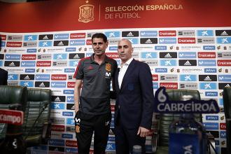 Fernando Hierro e Luis Rubiales. Fonte: Selecciçn Espanola de Futbol/Twitter