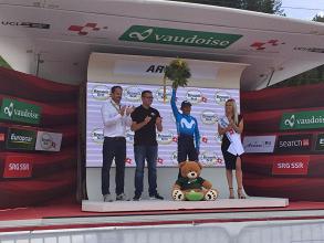 Nairo Quintana sul podio di Arosa. Fonte: Tour de Suisse/Twitter