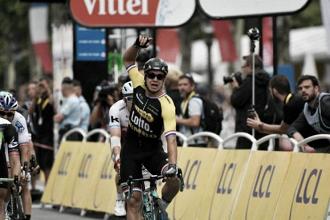 Tour de France, Groenewegen sfreccia a Parigi nel giorno di Froome