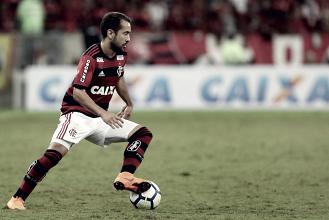 Flamengo é recepcionado pela torcida na chegada a Buenos Aires