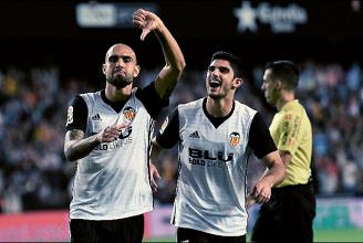 Liga - Il Valencia non si ferma più: demolito il Siviglia 4-0
