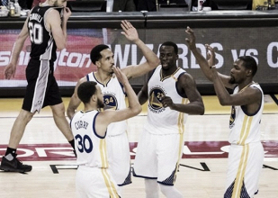 Stephen Curry's late heroics give Warriors 113-111 win over Spurs to take Game 1
