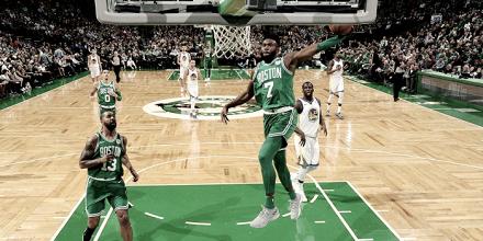 Los Celtics imponen su ley frente a los Warriors y ya van catorce