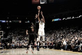 Em partida apagada de LeBron James, Durant se destaca e Warriors vencem Cavaliers