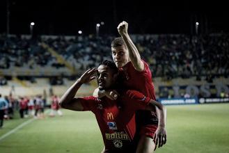 """""""Los Rojos del Ávila"""" hicieron temblar suelo chileno"""