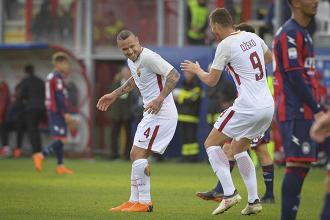 Serie A - Crotone coraggioso, ma la Roma non perdona