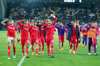 La Fiorentina festeggia la vittoria.