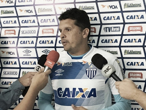 Claudinei Oliveira enfatiza desempenho ruim como motivo para derrota contra Atlético-GO