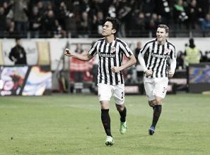 Hasebe festeggia l'1-0. Fonte immagine: Twitter @Eintracht
