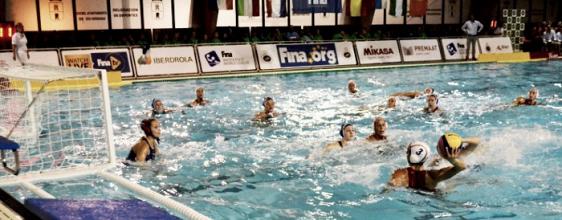 La Selección femenina de waterpolo sufrió pero ganó en Dos Hermanas