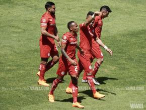 Fernando Uribe guía la victoria escarlata