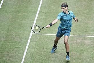 Com altos e baixos,Federer passa apertado por Ebden nas quartas de final em Halle