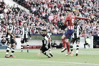 Torres marca seu centésimo gol na Liga, Atlético bate Levante e garante vaga na próxima UCL