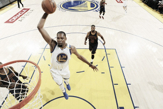 Kevin Durant brilha e Warriors vencem Cavaliers no primeiro jogo das finais da NBA