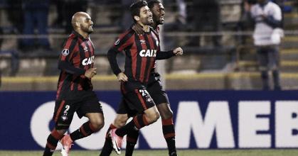 Eduardo da Silva aponta união do Atlético-PR para buscar classificação às oitavas