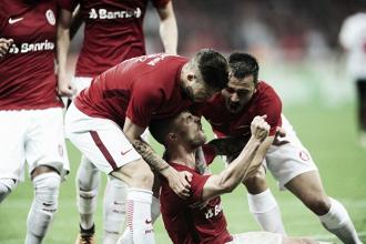 Inter pressiona, marca duas vezes e supera Oeste no Beira-Rio