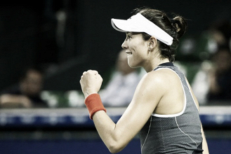 WTA Tokyo: Garbiñe Muguruza steers to comfortable win over Caroline Garcia
