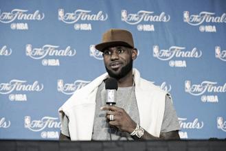 """LeBron James lamenta erros e cobra mais atenção no segundo jogo: """"Podemos ser melhor"""""""