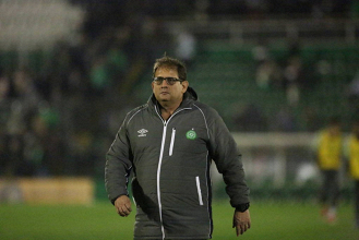 Mesmo com derrota, Guto Ferreira elogia postura da Chape: ''Grande trunfo foi não ser covarde''