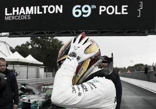 Hamilton, de récord y los Ferrari, ahogados en lluvia
