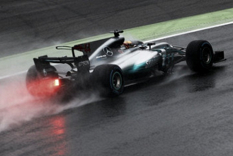 Hamilton recupera el liderato y humilla a Ferrari